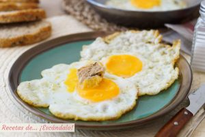 Aprende cómo hacer un huevo frito perfecto, con trucos y consejos