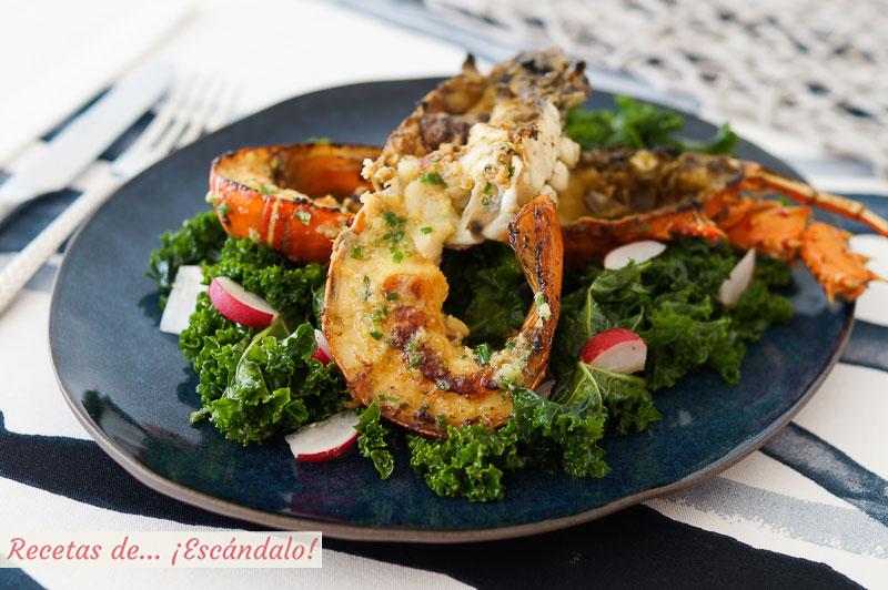 Langosta a la plancha con jengibre y cebollino y ensalada de kale