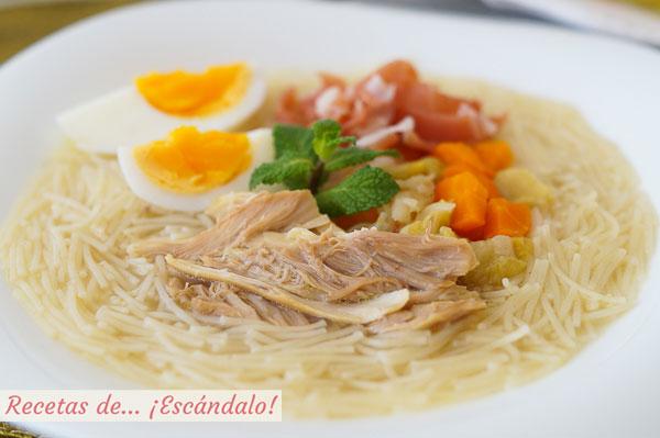 Receta tradicional de sopa de picadillo con pollo, huevo y jamon