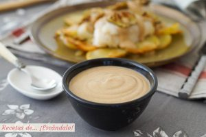 Salsa de almendras casera y cremosa, ideal para carnes y pescados