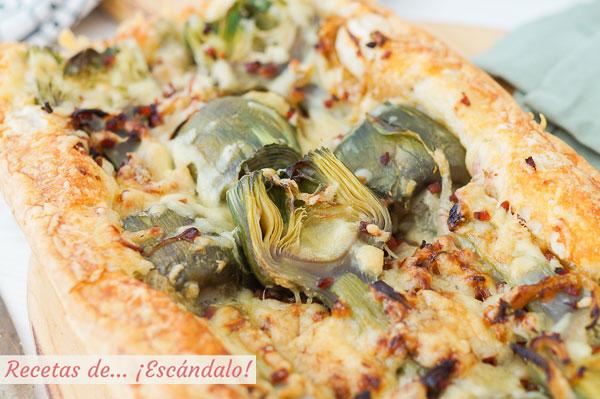 Receta de tarta salada de hojaldre con alcachofas, jamon serrano y queso cheddar