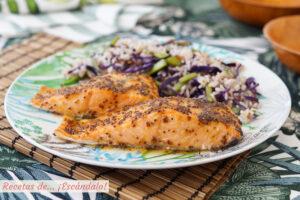 Salmon al horno con salsa de mostaza y miel y arroz blanco con verduras