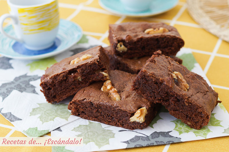 Brownie de chocolate con nueces, humedo y denso, irresistible