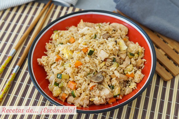 Como hacer yakimeshi o arroz frito al estilo japones con pollo y verduras