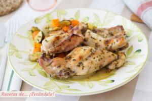 Conejo al horno con romero y verduras asadas. Receta sencilla y deliciosa