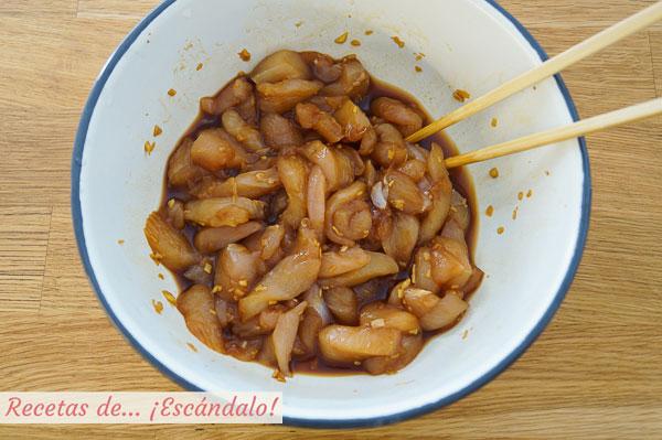 Pollo marinado con salsa de soja y jengibre