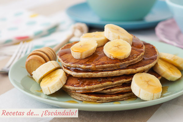 Receta de pancakes o hot cakes de banana o platano. Sabrosos, rapidos y faciles