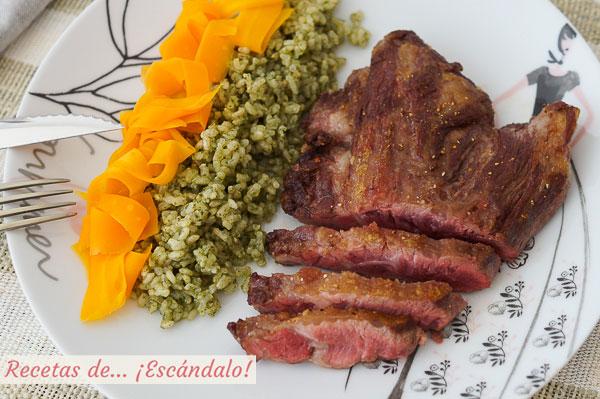 Como hacer pluma iberica a la plancha con arroz a la albahaca y zanahorias al vapor