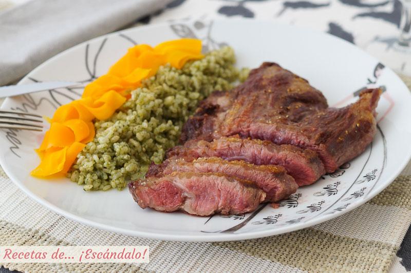 Pluma iberica a la plancha con arroz a la albahaca y zanahorias al vapor