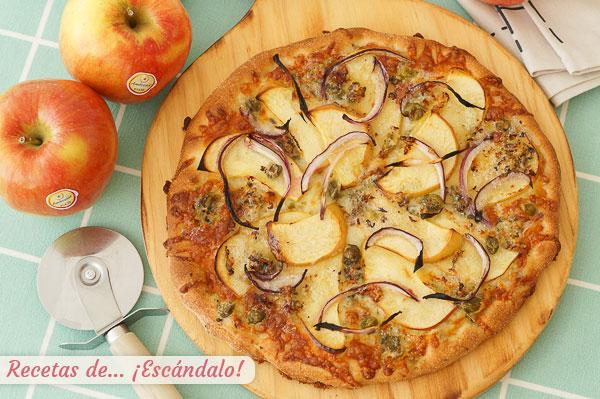 Como hacer pizza de masa casera con manzana, queso azul y cebolla roja