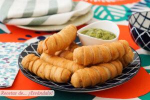 Tequenos venezolanos de queso con masa casera y crujiente